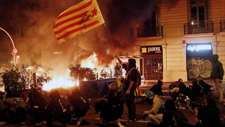 Barcelona hat die gewalttätigste Nacht seit dem Wiederaufflammen des katalanischen Unabhängigkeitskonflikts erlebt.