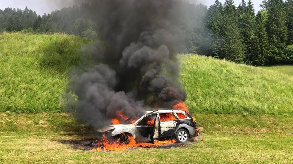 In Seewen brannte ein Auto aus