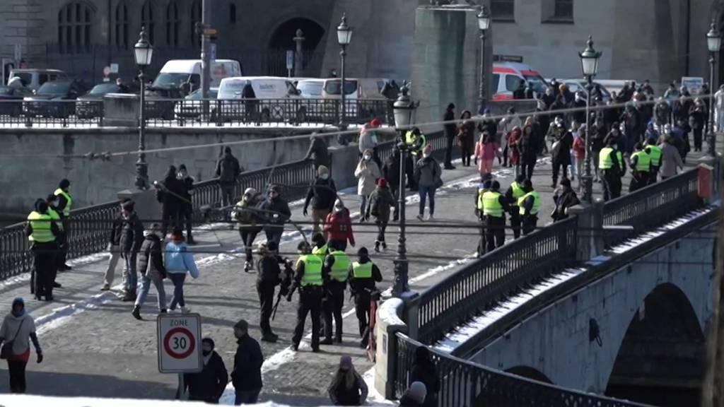 Unbewilligter Demo-Spaziergang gegen Corona-Massnahmen in Zürich