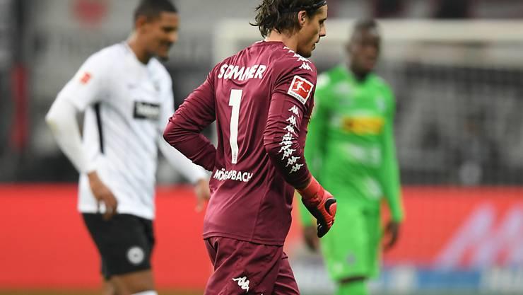 Hier verlässt Yann Sommer das Spielfeld im Match gegen Eintracht Frankfurt