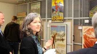 Susanne Hofacker, Leiterin Sammlungen und Bibliothek, auf einem Rundgang durch den Zentralstandort von SBB Historic.