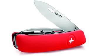 Die rote Variante des Swiza-Sackmesser: Die Klinge ist mit einem Arretierungssystem ausgestattet.