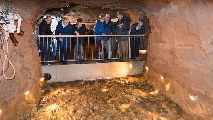 Der versteinerte Meeresboden in einem Seitenstollen ist ein Besuchermagnet.