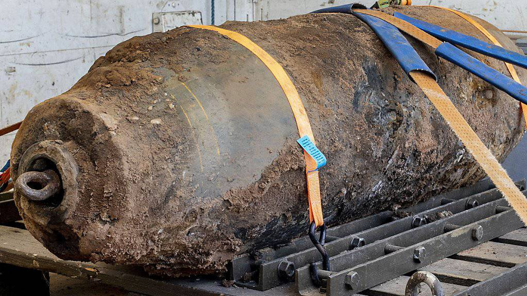 In Frankfurt haben Experten eine Weltkriegsbombe entschärft, die bei Bauarbeiten der Nähe der Europäischen Zentralbank entdeckt worden war.