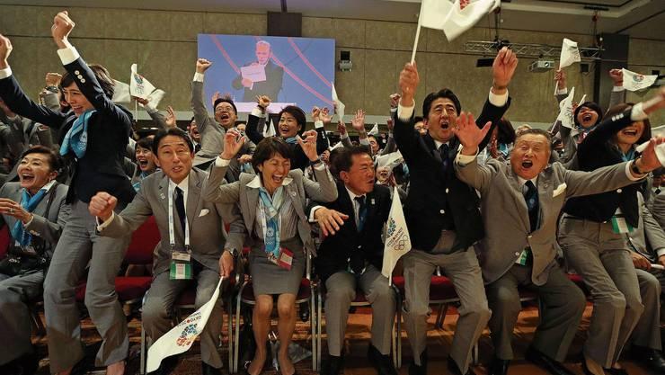 Damals war die Welt noch in Ordnung: Japans Premierminister Shinzo Abe (Zweiter von rechts) jubelt am IOC-Kongress 2013 gemeinsam mit den Organisatoren über den Erfolg der Olympia-Bewerbung.