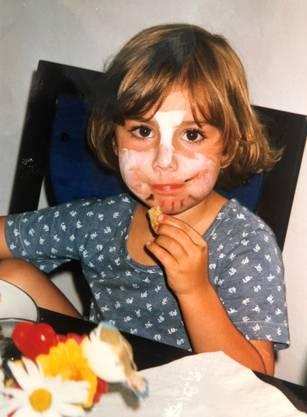 Aus dem Familienalbum Samira Marti als Dreijährige vor der Kinderfasnacht.