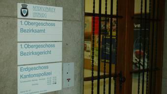 Wegen einem tödlichen Arbeitsunfall vor sechs Jahren trafen sich Bauarbeiter gestern in Lenzburg vor Gericht.