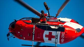 Bei einem Lawinenniedergang in der Gemeinde Diemtigen BE ist am Samstagnachmittag ein Mann ums Leben gekommen. Eine Frau konnte gerettet und mit der Rega in ein Spital geflogen werden (Symbolbild)