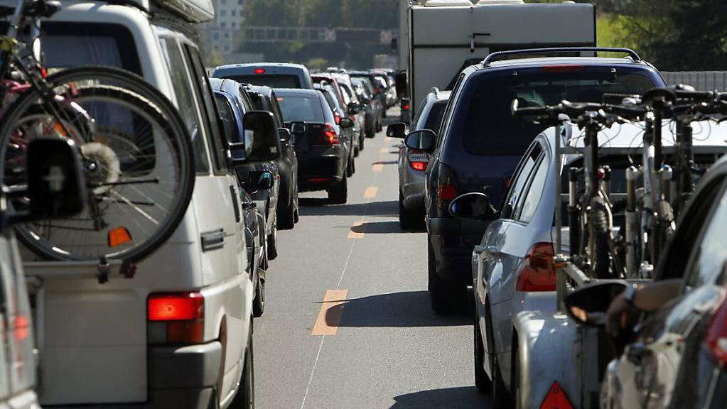 Stau rund um Luzern: Mit Mobility Pricing soll der Verkehr besser verteilt werden können - der Luzerner Regierungsrat ist gegen entsprechende Pilotversuche. (Archivbild)