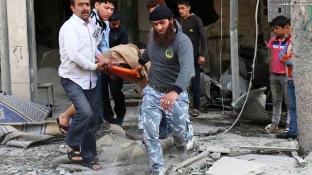 Bergung eines Opfers in Aleppo (Archiv)