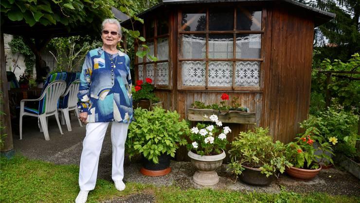 Hedi Schild in ihrem schmucken Garten. Hansjörg Sahli