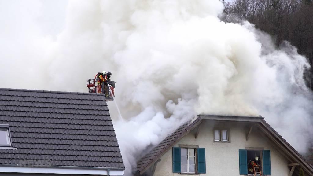 Flammen und Rauch: Hausbrand in Stettlen