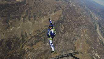 Skydiver Luke Aikins springt ohne Fallschirm aus 7600 Metern Höhe
