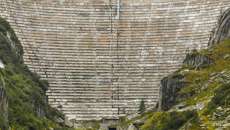 Dahinter liegt die saisonal normale Wassermenge: Die Staumauer des Grimselsees. (Archiv)