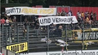 Dieses Plakat zeigten die Schaffhauser Fans beim Spiel in Winterthur.