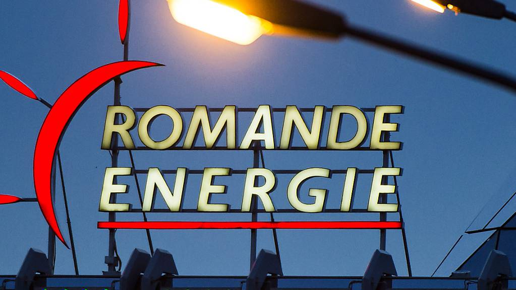 Der Energiekonzern Romande Energie hat im vergangenen Jahr mehr Umsatz gemacht. Dank der guten Ergebnisse assoziierter Unternehmen hat sich der Gewinn mehr als verdoppelt. (Archivbild)