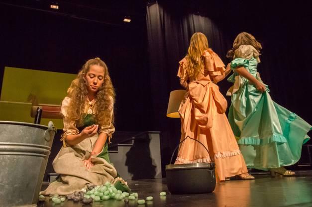 Drei Nüsse für Aschenbrödel vom Jugendtheater Widen