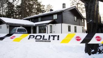 ARCHIV - Januar 2019: Das abgesperrte Haus des norwegischen Multimillionärs Tom Hagen. Foto: Vidar Ruud/NTB scanpix/AP/dpa