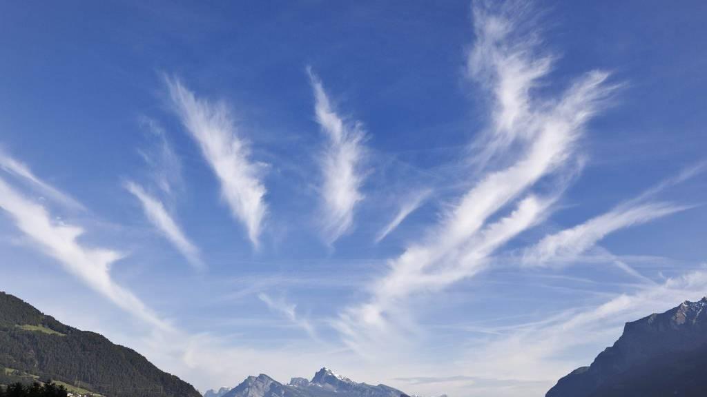Föhnwolken über dem Bündner Rheintal.