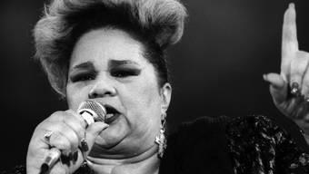 Die verstorbene US-Sängerin Etta James, 1993 am Montreux Jazz Festival: Das unvergessliche Konzert wird diesen Sommer anstelle des regulären Festivals auf YouTube gezeigt. (Archivbild)