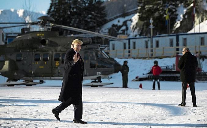 Das «beste Wetter» hätte die Schweiz für ihn bestellt, sagte WEF-Chef Klaus Schwab. Donald Trump landet bei Sonnenschein beim Davosersee.