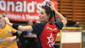 Topscorerin Mary Bütikofer bei einem 7-Meter.