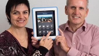 Petra und Jürgen Berger präsentieren die Würenlos App.