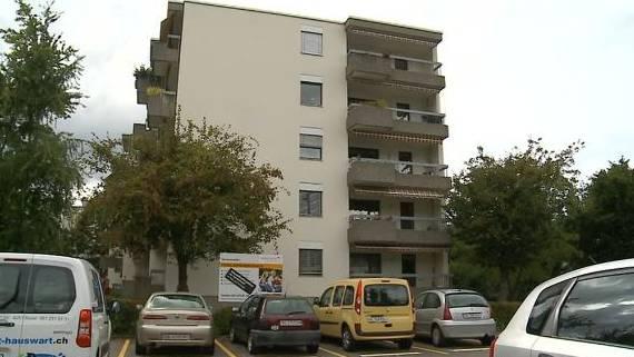 Blick aufs Mehrfamilienhaus in Frenkendorf, wo die Leiche gefunden wurde.
