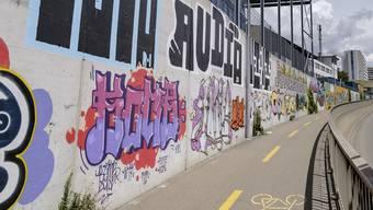 Der Sprayer mit der Signatur «TRZ» zog das Urteil vom Jugendgericht vors Appellationsgericht. (Symboldbild)