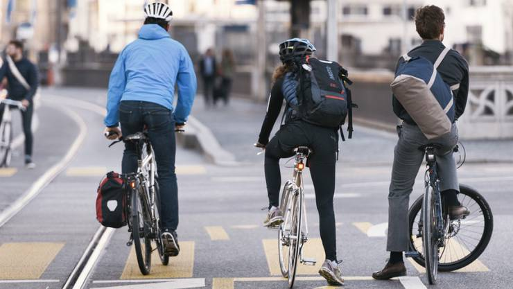 Egal ob für vorbildliche, sportliche oder gemütliche Velofahrer und Velofahrerinnen: Mit seiner Initiative will Pro Velo erreichen, dass mehr Fahrradwege erstellt und betrieben werden. (Symbolbild)