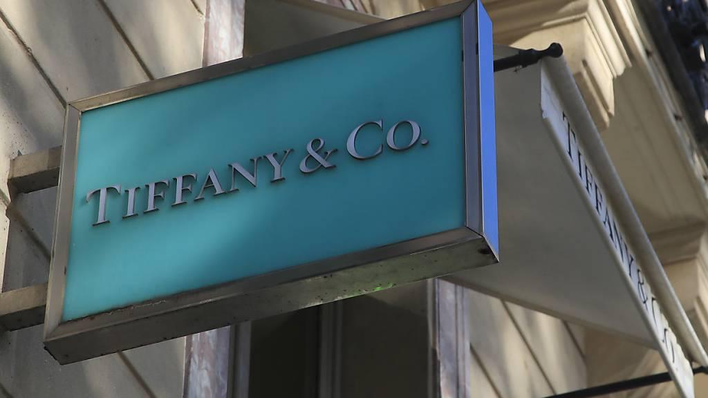 Das US-Schmucklabel Tiffany wird nun doch noch vom französischen LVMH-Konzern übernommen, allerdings zu einem tieferen Preis als ursprünglich vereinbart. Im Bild: Tiffany-Filiale an den Champs Elysees in Paris (Archivbild).