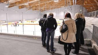 Im vergangenem November ging die neue Eishalle in Betrieb (Foto). Nun herrscht Sommerregime. (Archiv)