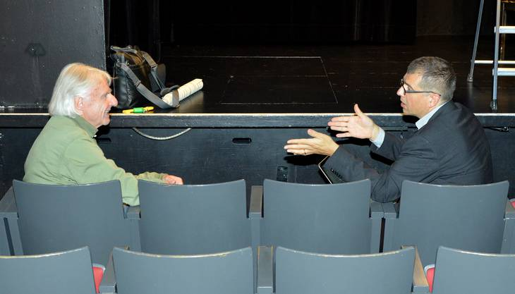 Emil im Gespräch mit bz-Chefredaktor Matthias Zehnder.
