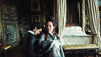 Lady Sarah (Rachel Weisz) buhlt um die Gunst der launischen Königin Anne (Oliva Colman). Twentieth Century Fox Film Corporation