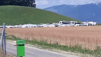 Fahrende haben temporär in Biberist niedergelassen. Eine Gruppe mit rund 25 Wagen befindet sich auf dem Schöngrün-Areal direkt hinter der Baustelle, wo momentan eine Überbauung aus dem Boden gestampft wird.