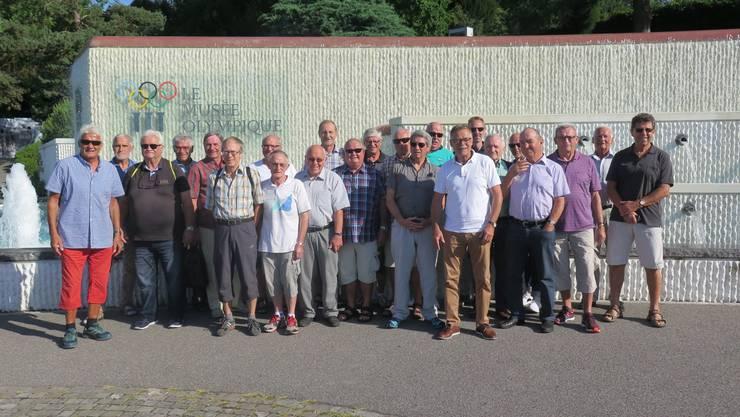 Männerriege Etziken vor dem Olympia Museum in Lausanne