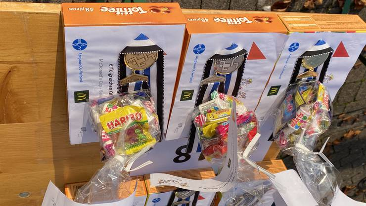 Medaillen und Geschenke erfreuten die Aargauer Jugend-OL-Läufer