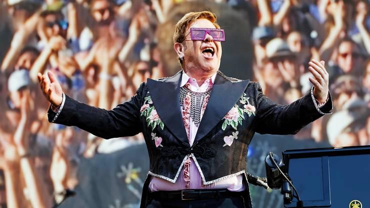 Elton John beim Montreux Jazz-Festival: Diese Atmosphäre ist eigentlich unbeschreiblich, unsere Autoren versuchen es trotzdem.