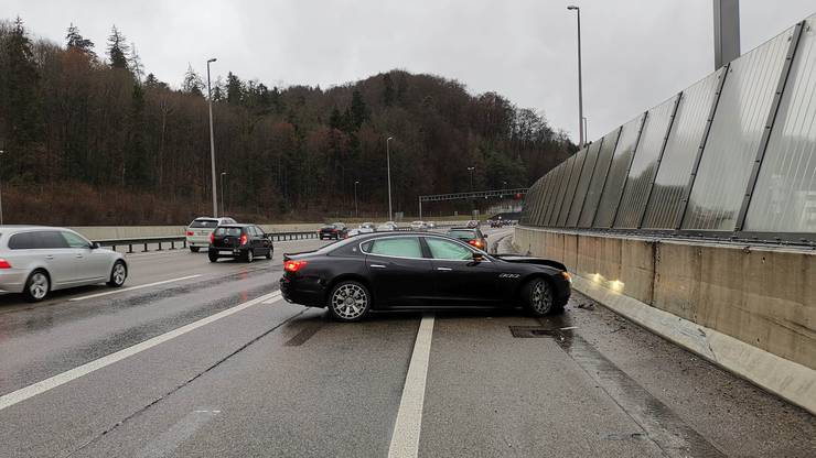Der Lenker des Maseratis wurde mittelschwer verletzt.