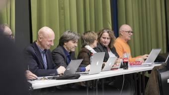 Wer wird neuer Stadtpräsident? Die Stadträte Stefano Kunz (CVP), Markus Bärtschiger (SP), Manuela Stiefel, Bea Krebs (beide FDP) und Christian Meier an der letzten Sitzung des Gemeinderates.