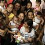 Bis 2050 wächst die Weltbevölkerung nach neuen Schätzungen auf zehn Milliarden Menschen - im Bild philippinische Mütter mit ihren Kindern (Archiv)