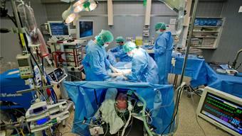 Lange Arbeitszeiten sind für viele Assistenzärzte an der Tagesordnung. Im Gesundheitszentrum Fricktal halten sich die Überstunden aber in Grenzen. Emanuel Freudiger