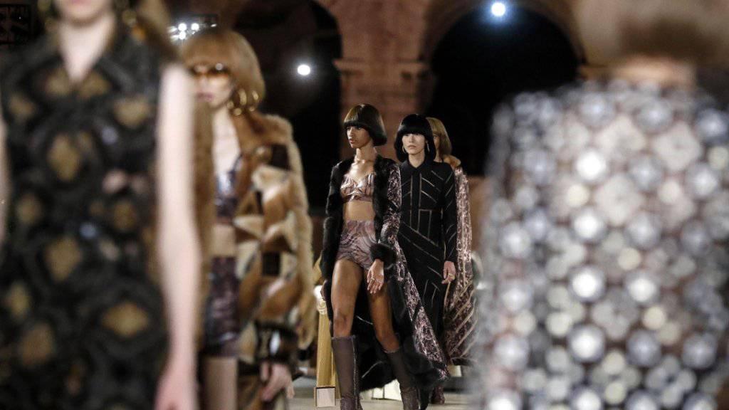 Fendi würdigt Karl Lagerfeld mit Spektakel