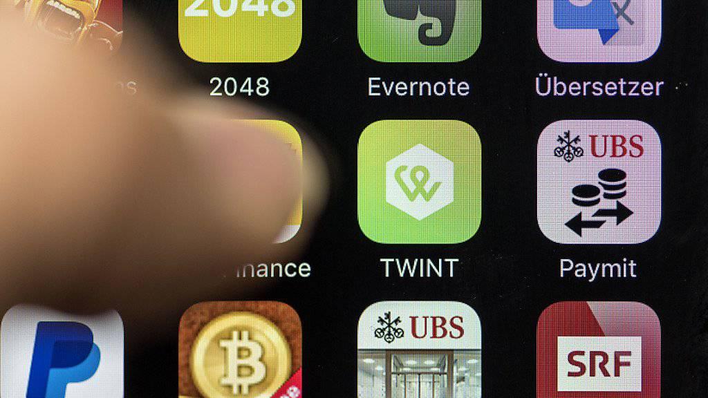 Für die Anbieter mobiler Bezahllösungen sollen neue Regeln gelten. Der Bundesrat will die Auflagen lockern. (Symbolbild)