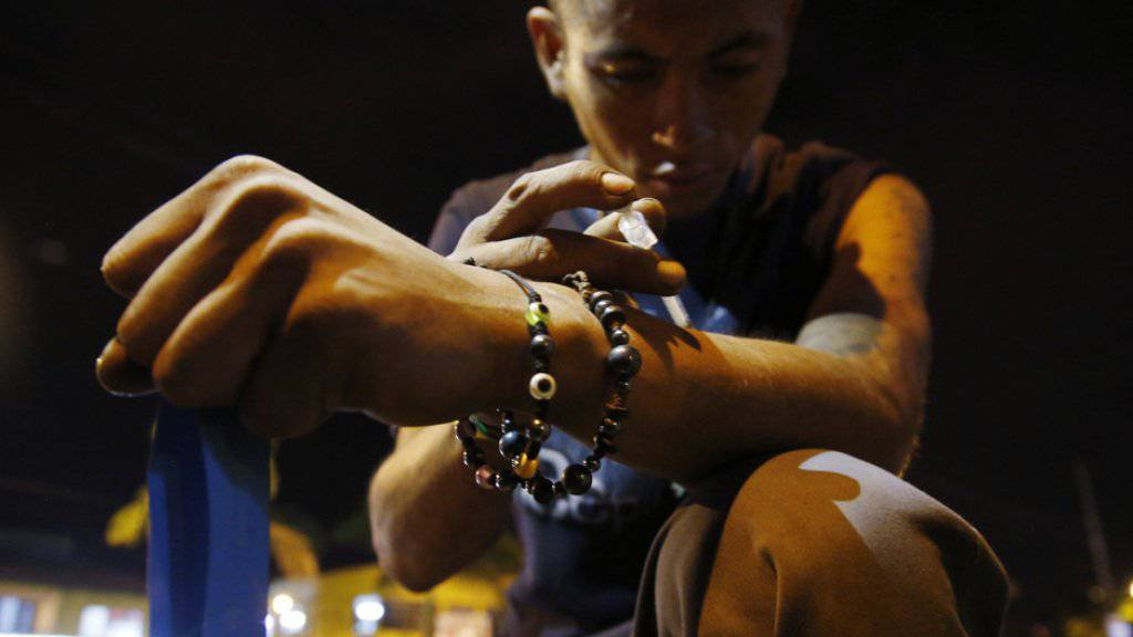 Drogensüchtige, die ihre Nadeln untereinander austauschen, laufen Gefahr, sich mit Hepatitis C anzustecken. (Archiv)