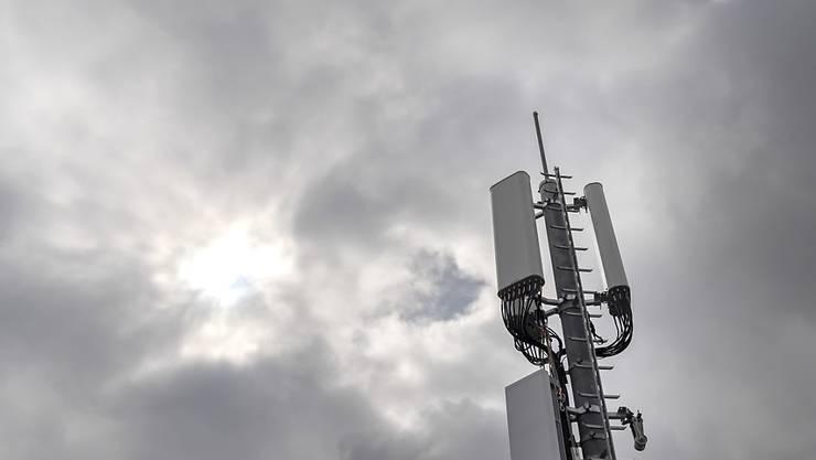 5G erregt die Gemüter. Mit einer Initiative wollen die Gegner dem neuen Mobilfunkstandard einen Riegel schieben. (Archivbild)