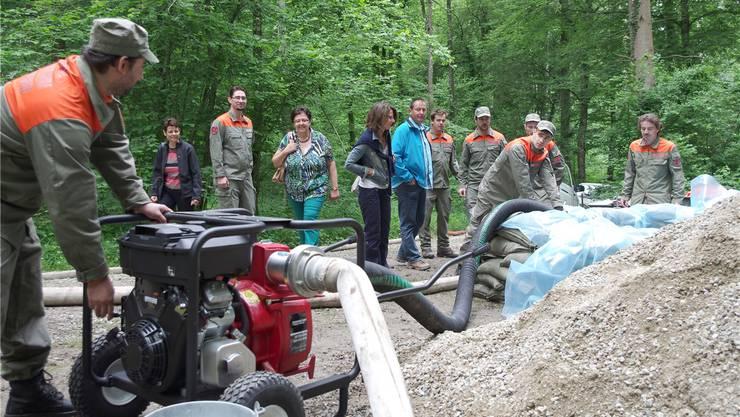 Erfolgreicher Test mit neuen, leistungsstärkeren Wasserpumpen beim Steinmüriweiher auf Villmerger Boden.
