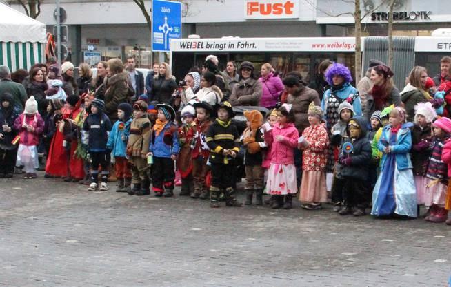 Die Kindergärtler verkleideten sich als Ritter und Zwergen.