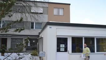 Neuer Standort Berikon: Ingo Malm will seine Arztpraxis ins Gewerbelokal (rechts) und ins Erdgeschoss des Wohngebäudes (hinten) verlegen. sl
