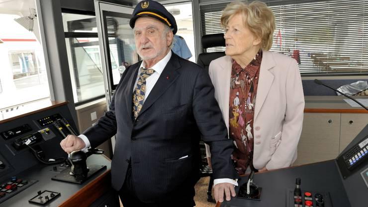 Der Kapitän ging von Bord: Nicolas G. Hayek mit Gattin Marianne bei der Taufe der MS «Seetal».